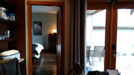 Mayne Island, Canada: Patio and bedroom