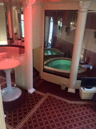 Pocono Palace Resort: Roman tower