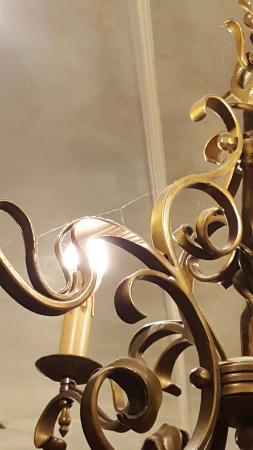 Landhotel Wiesenhof: Spinnenwebe an der Lampe