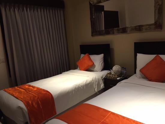 The Pavilion Hotel Kuta: Ranjang dr sudut kamar