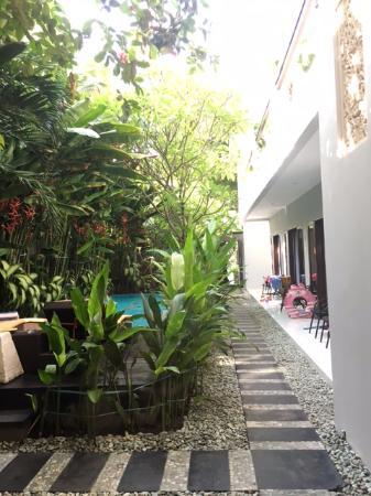 The Pavilion Hotel Kuta: View dr kamar di lantai bawah