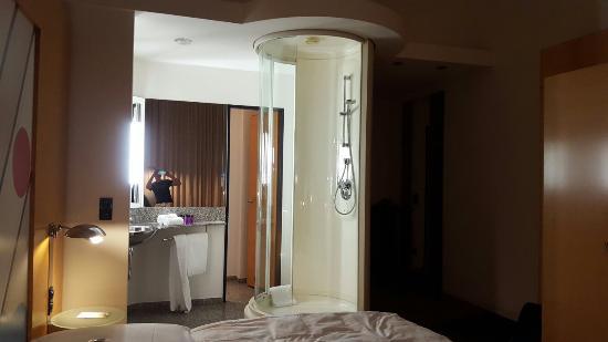 Innside Premium Hotels Berlin: 20151221_215114_large.jpg