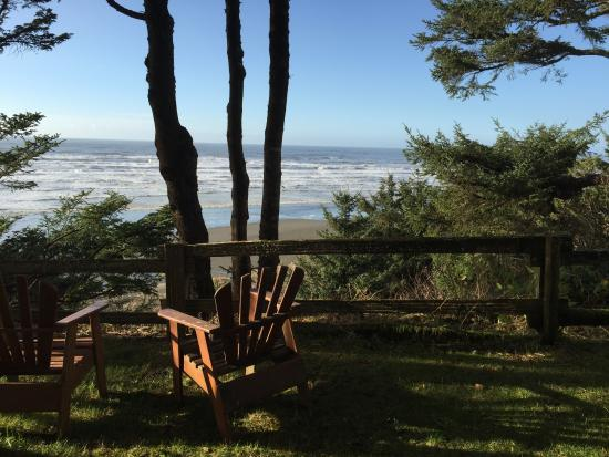 Moclips, WA: View from cliffside next to resort rooms