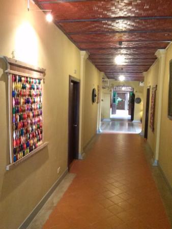 Couloir de l\'hôtel - Picture of Maison Dalabua Hotel, Luang Prabang ...