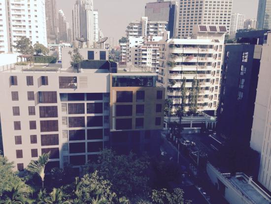 Sukhumvit 12 Bangkok Hotel & Suites : シティーヴューでした、眼下にはホテルのプールも
