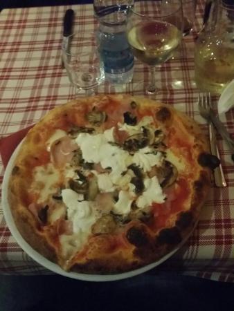Pizzeria La Vela: 20151212_200302_large.jpg