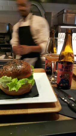 Pop's burger and India Pale Ale