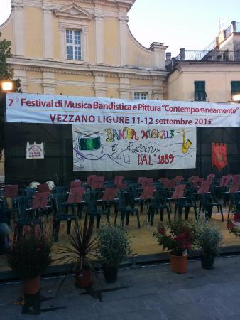 Vezzano Ligure, Włochy: Piazza del Popolo (Campo) pronta per il VII Festival Contemporaneamente