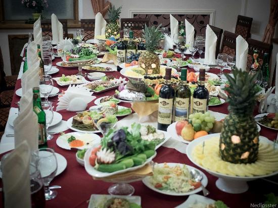 богатый стол с едой фото