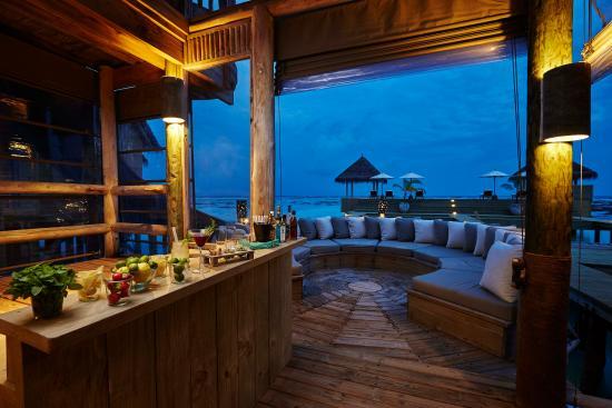Gili Lankanfushi Maldives: The Private Reserve - Bar Counter
