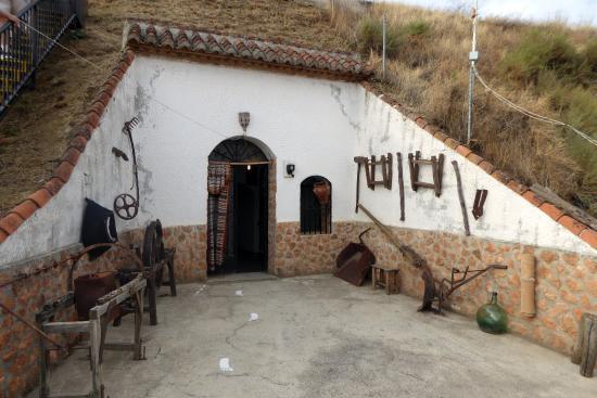 Purullena, Испания: Entrée du deuxième étage du musée