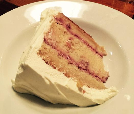 Atenas, GA: Cecilia's Strawberry Cake