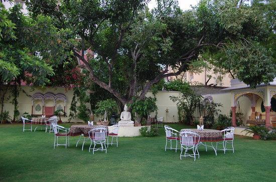 Hotel Anuraag Villa: Lawn