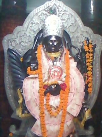 Pathankot, India: SHANI DEV JI'S IDOL AT THIS MANDIR