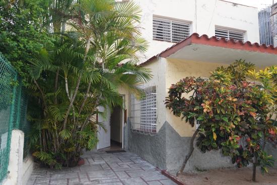 Casa Mariana: Entrada Principal/Parqueo