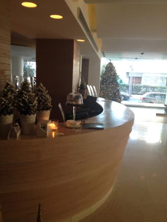 Alasia Hotel: lovely entrance - reallt cosy lobby