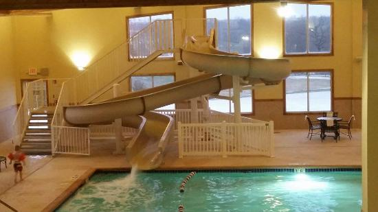 Country Inn & Suites By Carlson, Galena: Waterslide