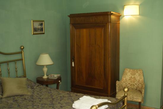 Il Giardino della Melagrana: антикварная мебель
