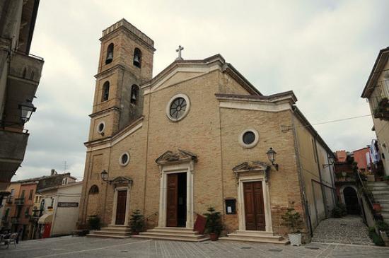 San Martino Sulla Marrucina, Italia: Parrocchiale di San Cristinziano, dalla piazza