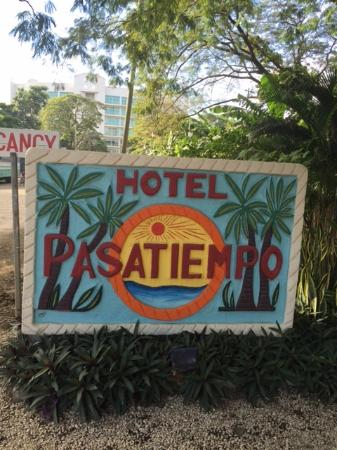 Hotel Pasatiempo: Hotel Entrance