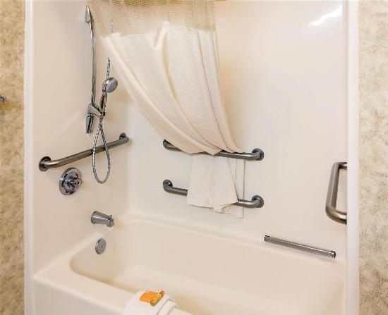 La Quinta Inn & Suites Eugene : bathroom
