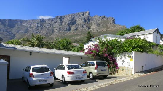 ‪‪Cape Paradise Lodge and Apartments‬: Aussicht auf den Tafelberg vor dem Apartment‬