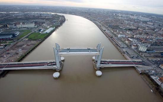 Le pont jacques chaban delmas photo de le pont jacques chaban delmas borde - Direct location bordeaux ...