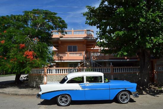 """Guanabo, Kuba: Exterior de Brisas del Mar """"resort"""""""