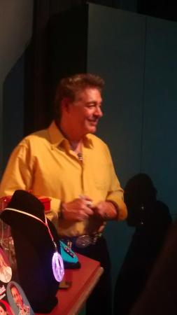 Branson, MO: Barry Williams signing autographs