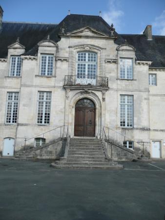 L 39 abbaye royale saint jean d 39 ang ly photo de office de - Office de tourisme saint jean d angely ...