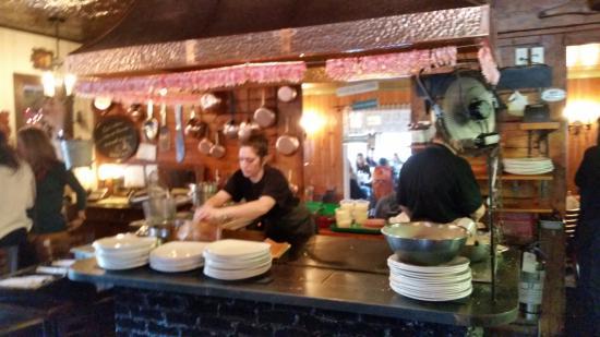 Creperie A La Gourmandise Bretone: Making the fresh crepes