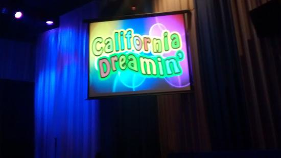 California Dreamin': waiting for the show to start
