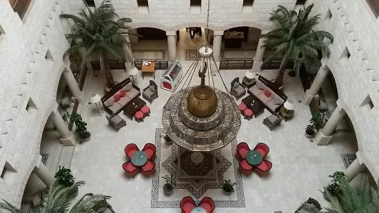 Movenpick Nabatean Castle Hotel : Hall del hotel