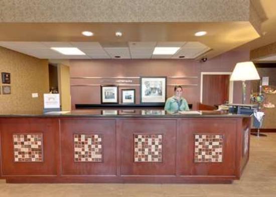 Hampton Inn & Suites Sacramento-Airport-Natomas: Front Desk