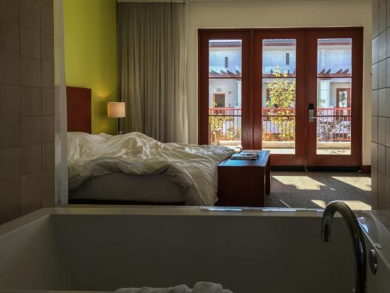 Hotel Casa 425: Room & Tub