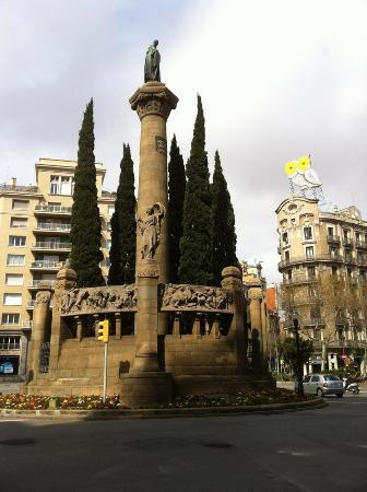 Buho de la Plaza Jacint Verdaguer