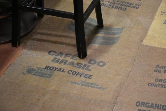 Jackson Hole Roasters: Tinha até saco de café brasileiro.
