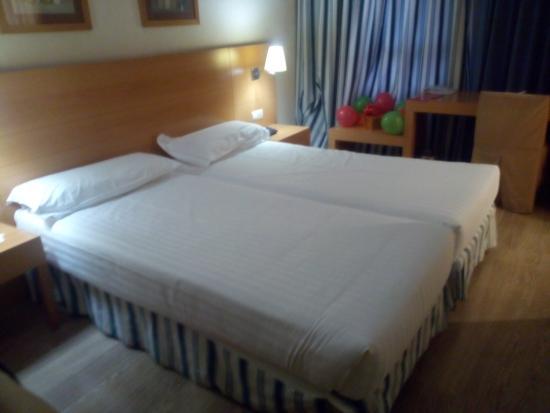 Hotel Infanta Mercedes : Habitación doble