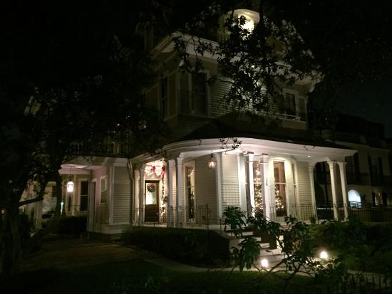 Grand Victorian Bed & Breakfast: Night view from St. Charles St.
