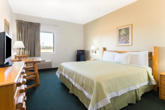 New Florence, MO: ACCESSABLE ROOM WITH KING BED