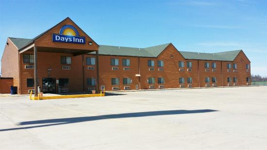 New Florence, MO: PARKING LOT AREA WITH MOTEL