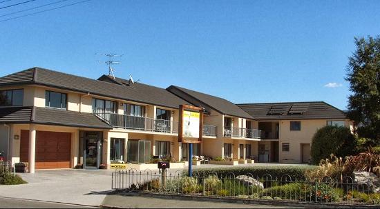 Avalon Manor Motel : extreior view