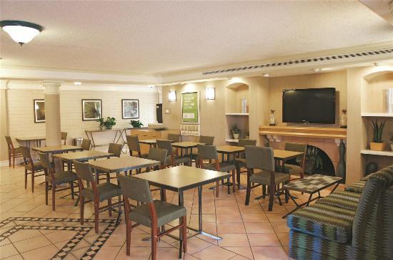 La Quinta Inn Houston La Porte: breakfast area