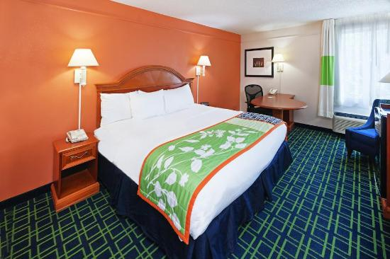 La Quinta Inn & Suites Tulsa Central: Single King Guestroom