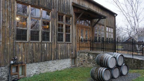 Bloomfield, Καναδάς: Timber frame barn outside - Grange