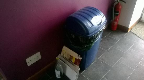 Lealholm, UK: Kitchen bin