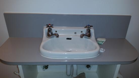 Shakespeare House: sink in ensuite