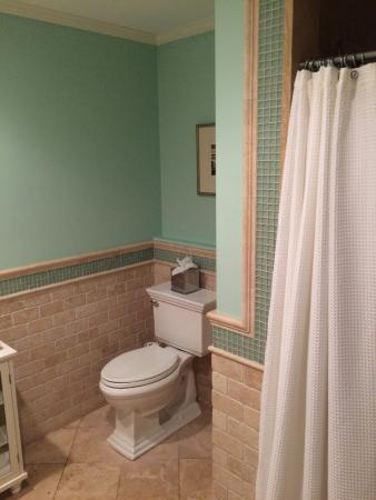 Pelham Court Hotel: Nice bathroom