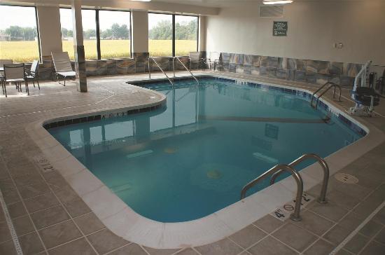 Pontoon Beach, IL: Pool view