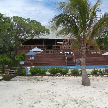 Desert island feel with traditional Fijian culture